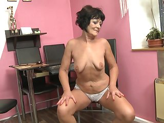 Short haired amateur mature granny Nicola E. fills up their way pussy
