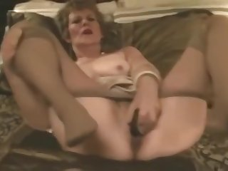 Old Slattern fucks herself with Pantyhose