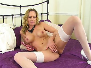 Mature rubs pussy with regard to excellent singular tryout