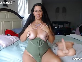 Piping hot Beauty Milf Gets Fucked By Sextoy
