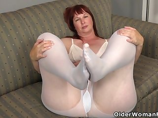 Fat bottomed milf Scarlett needs to wipe out one out