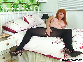 British milf Ginger Tiger toys her juicy cunt