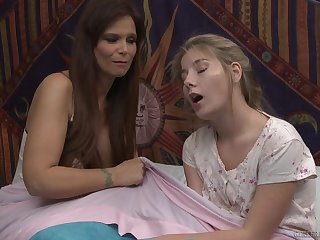 Syren De Mer and Vienna Rose lick each other's pussies greater than dramatize expunge bed