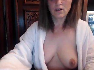Redhead grown-up at bottom webcam