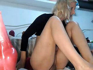 Horny ebony deep categorization and resolve up squirting on webcam